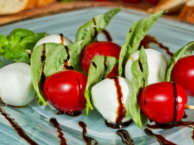 mozzarella fresca skewers